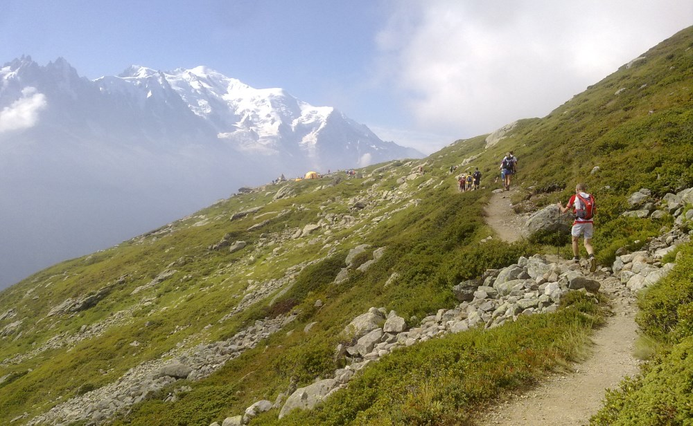 40 saat sonra ne motive edebilir beni? Dik bir yamaç ve üzerine çıktığımda Mont Blanc'ın harika bir panoraması... La Tete aux vents - yani rüzgarlı tepe kontrol noktasına varmak üzereyim.