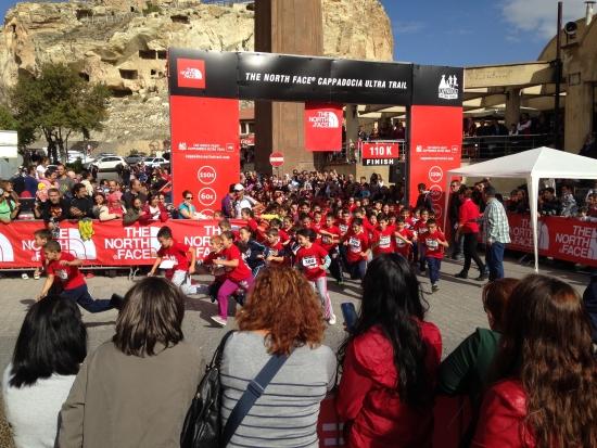 Çocuk Koşusu: Pazar sabahı yapılan çocuk koşusu Ürgüp'teki çocukları organizasyona dahil etti, seneye daha da büyüyecektir.